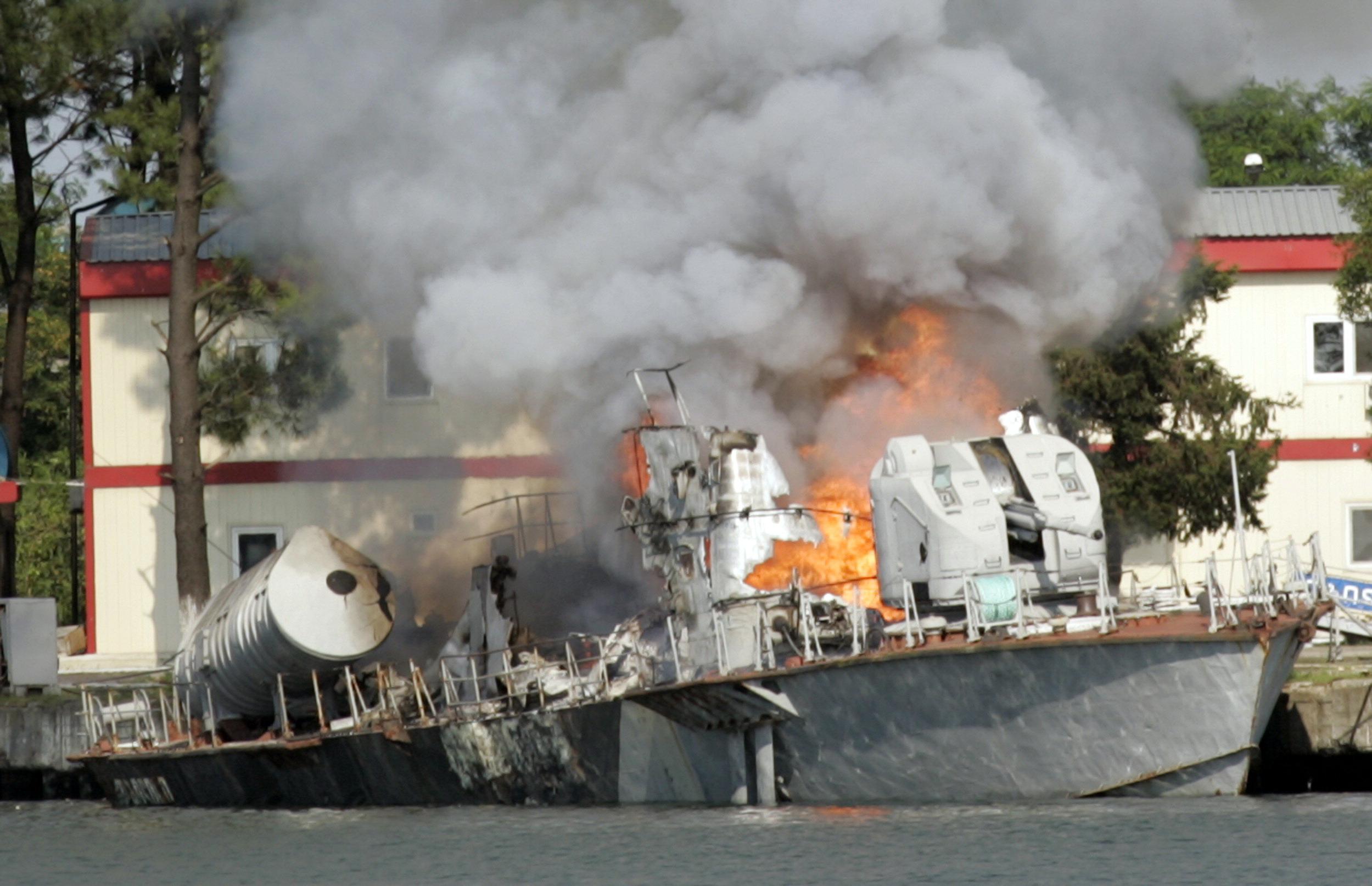 «Слон и Моська по-украински»: Потешный флот Порошенко, или Что грозит России в Азовском и Черном морях